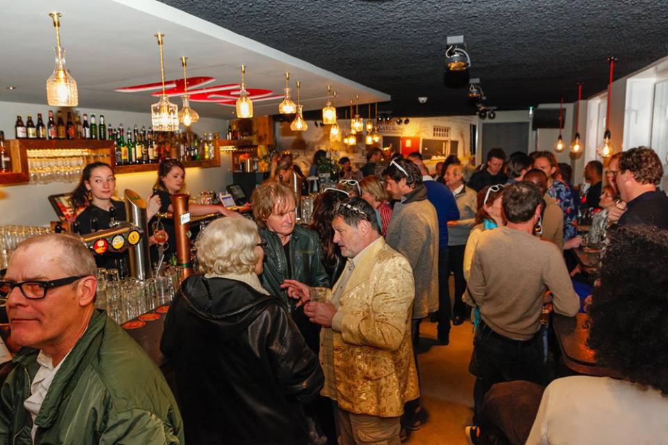 Brasserie NeL Amsterdam Amstelveld borrel aan de bar